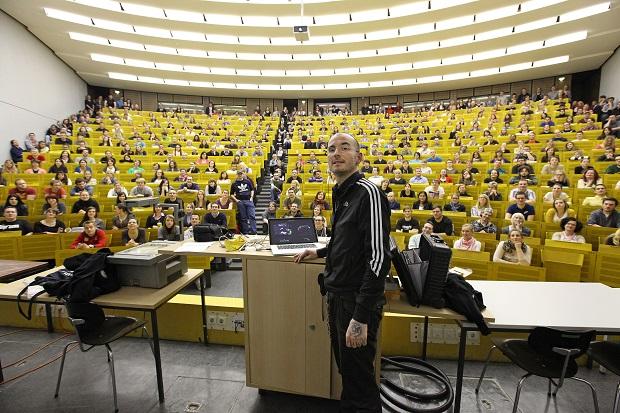 Vortrag_Universitaet_University_Speech_Lecture_Mark_Benecke_Copyright_Arek_Arkadiusz_Goniwiecha